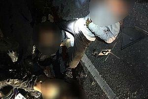 Tông vào đuôi ô tô tải đang đỗ bên đường, 4 thanh niên tử vong