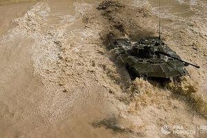 Mãn nhãn màn đua tăng của lính dù Nga