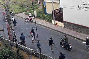 Hai nhóm 'anh chị' hỗn chiến bằng súng, mã tấu trên đường Trường Sa