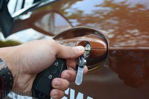 Cách mở cửa, khởi động ô tô khi chìa khóa thông minh hết pin