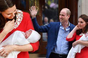 Công nương Kate xuất hiện rạng ngời chỉ sau 7 tiếng hạ sinh hoàng tử bé