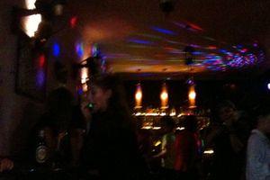 Làm thượng đế 'Cho tay đi du lịch' trong quán Karaoke