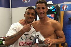Sướng vì vô địch Euro 2016, Ronaldo tặng luôn Chiếc giày bạc cho Nani