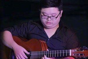 Nghiệp làm thầy guitar của chàng sinh viên Ngoại giao