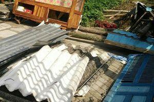 Hơn 50 căn nhà ở Bạc Liêu bị sập và tốc mái do lốc xoáy