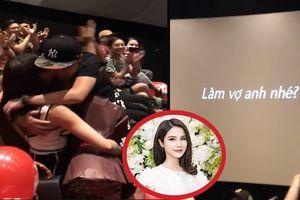 Diệp Lâm Anh rơi nước mắt khi bạn trai cầu hôn trong rạp phim