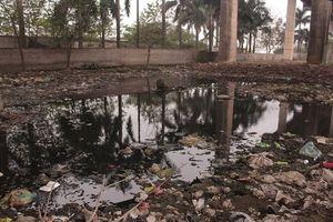 Cầu Thăng Long bị 'bức tử' vì rác thải