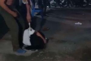 Vợ bị chồng bạo hành ngất xỉu giữa chợ