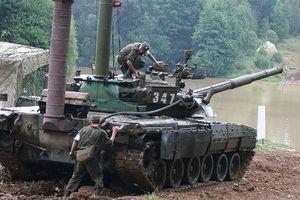Nga nhập lô xe tăng 'uống xăng như voi uống nước'