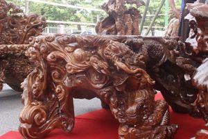 'Mê mẩn' ngắm bộ bàn ghế gù hương ngũ long ngàn tuổi của đại gia Tuyên Quang