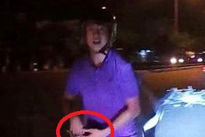Tài xế ôtô báo mất dây chuyền 2 cây vàng sau xô xát với 2 thanh niên