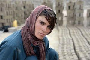 Nỗi khổ cô gái Afghanistan 18 năm cải trang thành 'con trai' để chiều lòng cha mẹ