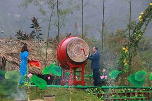 Thủ tướng Nguyễn Xuân Phúc đánh trống khai hội Tràng An 2018