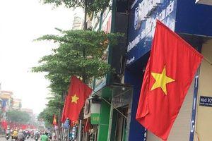 Chùm ảnh: Hà Nội rực rỡ cờ đỏ sao vàng mừng ngày thống nhất đất nước
