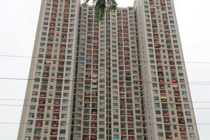 Hà Nội: Chung cư nhuộm đỏ cờ Tổ quốc mừng ngày thống nhất đất nước