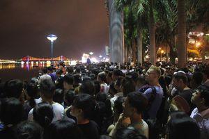 Hàng chục ngàn người đổ về xem pháo hoa Đà Nẵng