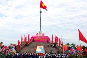 Lễ Thượng cờ 'Thống nhất non sông' tại đầu cầu Hiền Lương