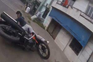 'Nghẹt thở' màn rượt đuổi bắt tên trộm xe máy công nhân ở TP HCM