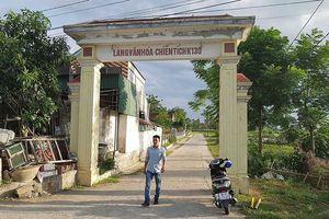 Thăm làng lấy quan tài lát đường cho xe ra chiến trường