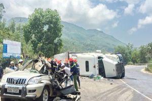 Đèo Cù Mông: Xe container đè nát xe con, 2 người thiệt mạng