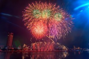 Đà Nẵng rực sáng với màn thi tài của Việt Nam và Ba Lan tại 'Lễ hội pháo hoa quốc tế 2018'