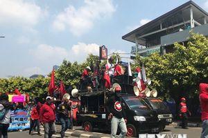 Biểu tình đòi hạn chế tiếp nhận lao động nước ngoài tại Indonesia