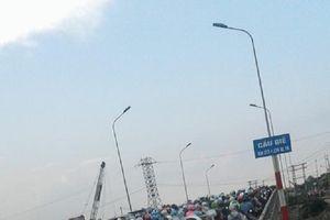 Cư dân mạng 'phân luồng' giao thông, chỉ nhau đường về Thủ đô