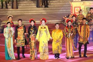 Festival Huế 2018: Vàng son tà áo dài xứ Huế