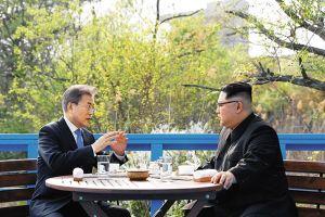 Chuyên gia khẩu hình giải mã cuộc nói chuyện riêng của của lãnh đạo Hàn-Triều