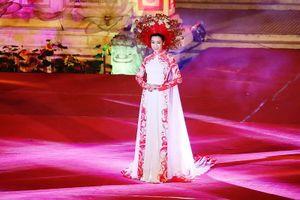 Hoa hậu Đỗ Mỹ Linh kiêu sa, lộng lẫy trong đêm 'Huế vàng son'