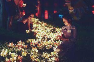 Thả 5.000 hoa đăng trên sông Hương cầu quốc thái dân an