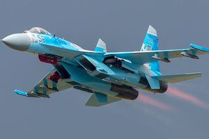 Máy bay phản lực của Nga ép rất sát phi cơ của hải quân Mỹ