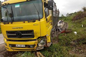 Xe tải xuống dốc mất lái tông vào xe máy, 1 người đàn ông chết thảm