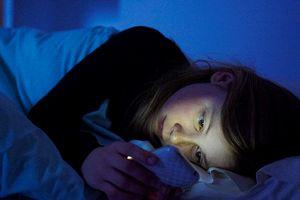 Ánh sáng xanh trên smartphone làm tăng nguy cơ ung thư