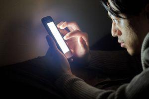 Tính năng Night Shift trên iPhone giúp giảm ánh sáng xanh