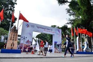 'Ngôi làng châu Âu' giữa phố đi bộ Hà Nội