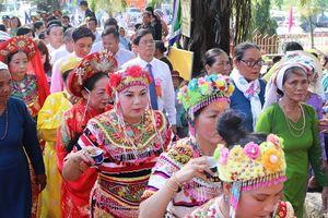 Hơn 100.000 lượt người về khai hội Tháp Bà Ponagar