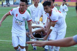 Cầu thủ triệt hạ Dương Văn Hào trả giá cho pha vào bóng của mình