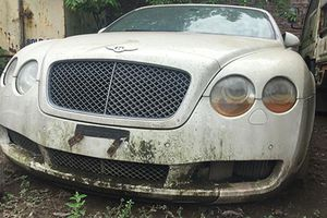 Xe sang Bentley mui trần tiền tỷ 'bỏ xó' tại Hà Nội