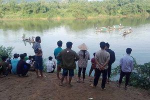 Quảng Bình: Áp lực học tập, học sinh lớp 8 nhảy sông tự vẫn