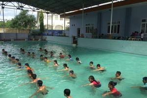 Tuổi nào cần cho trẻ đi học bơi?