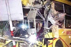 Tai nạn thương tâm làm 2 người chết, 12 người bị thương