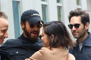 Selena Gomez bị bắt gặp thân thiết với chồng cũ Jennifer Aniston