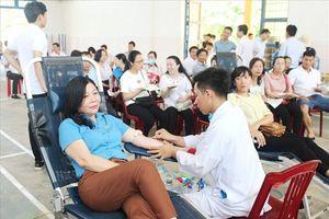 Quảng Bình: 'Ngày hội hiến máu tình nguyện' thu hút đông đảo NLĐ tham gia