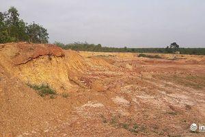 Huyện Bố Trạch cấp phép cải tạo đất ồ ạt, chủ mỏ cầm dao uy hiếp cán bộ đi kiểm tra