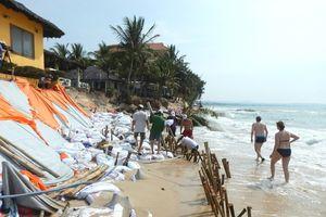 Nhiều khu du lịch ở 'thủ đô resort' phải đóng cửa vì bị biển xâm thực