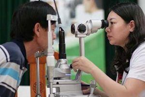 Đeo kính râm không nhãn mác, rẻ tiền, coi chừng hại mắt