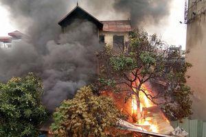 Hà Nội: Cháy lớn ngôi nhà 3 tầng dưới chân cầu Vĩnh Tuy, cụ bà 96 tuổi chết ngạt