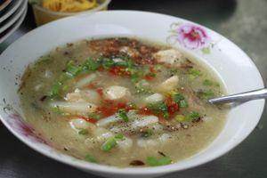 Quán bánh canh bột xắt 15 nghìn đồng trong hẻm giữa Sài Gòn