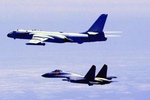Máy bay ném bom Trung Quốc diễn tập vờn quanh Đài Loan